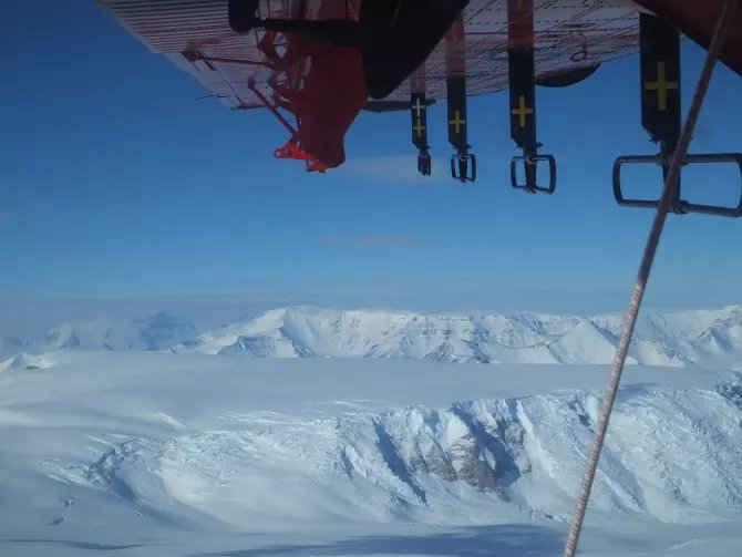 mapeo de cañones bajo el hielo de la Antártida
