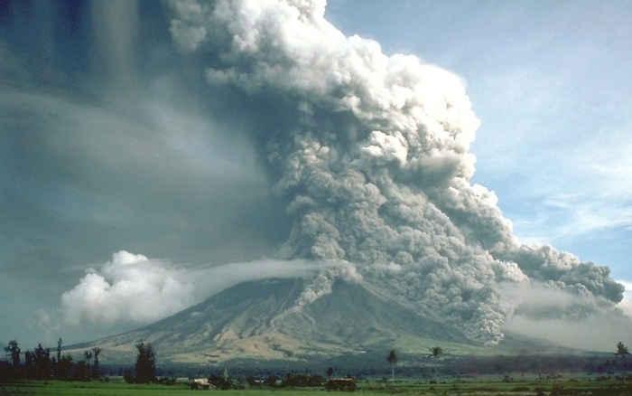 flujo piroclástico en el volcán Mayon, Filipinas