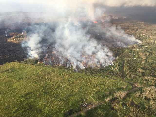 la lava del Kilauea se acerca a una carretera