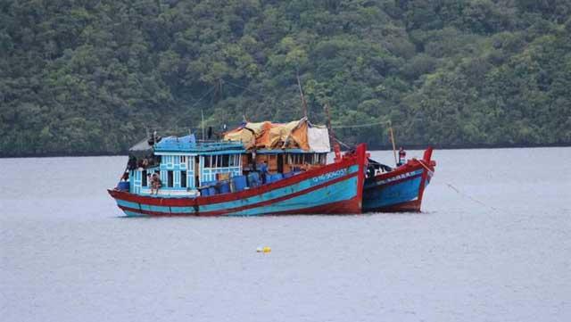 blue boats vietnamitas