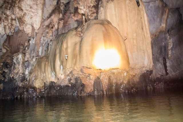 capilla en el río subterráneo de Puerto Princesa