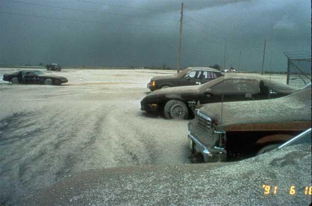 cenizas del Pinatubo cubren coches