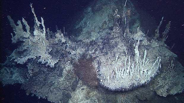 chimeneas de carbonato en la Cuenca del Pescadero