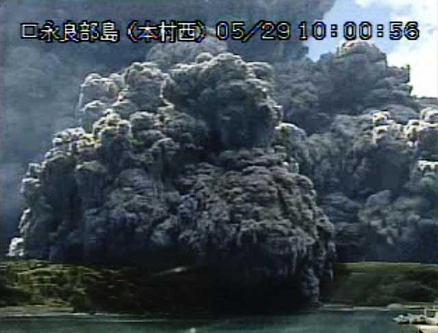 erupción del Monte Shindake en Kuchinoerabu, Japón