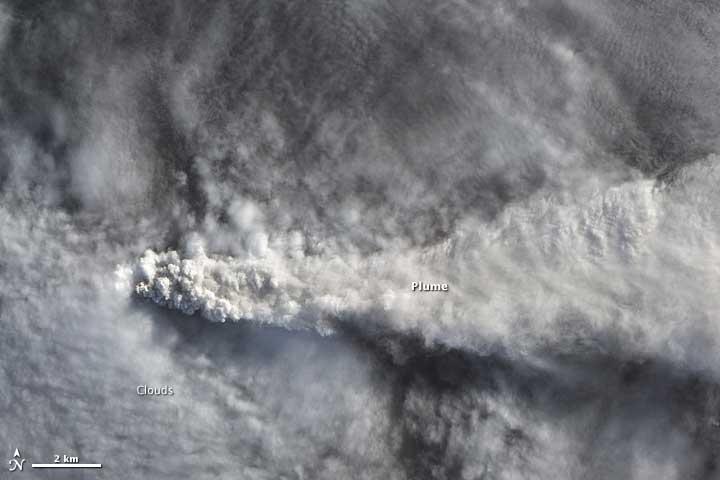 erupción del volcán Calbuco desde el espacio
