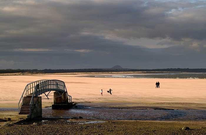 puente en Belhaven Bay, Escocia