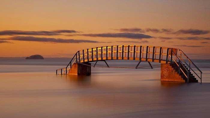 puente sumergido sobre el Biel Water