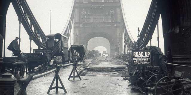 construcción del Puente de la Torre de Londres