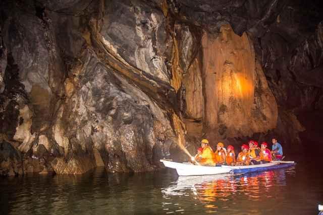 navegando en el río subterráneo de Puerto Princesa