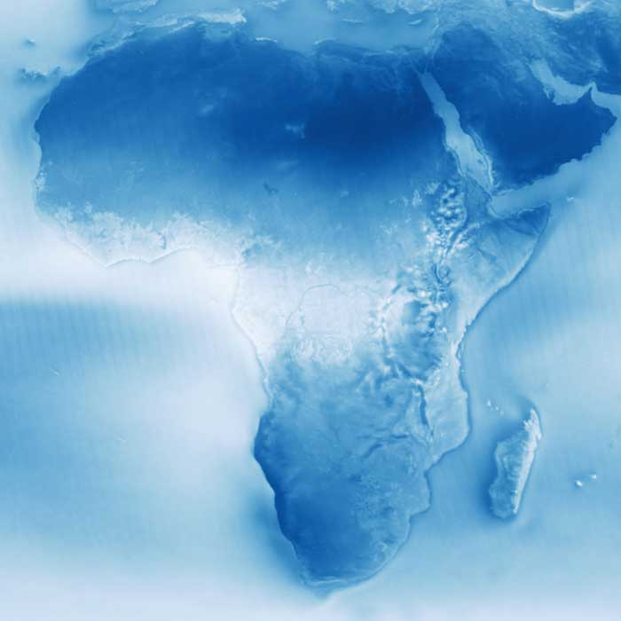 Nubes en las costas de África