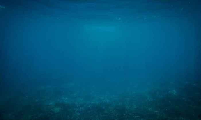 agua en el fondo del océano