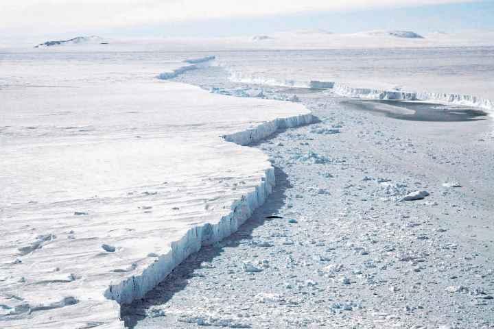 glaciar Pine Island e iceberg B-46