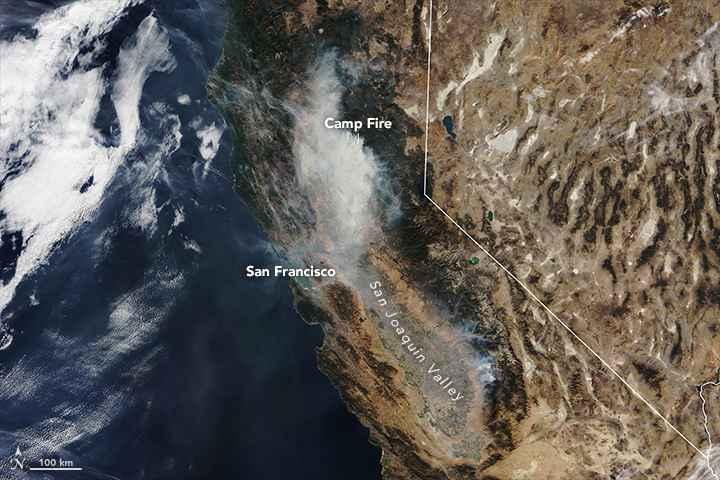 humo del incendio forestal Camp