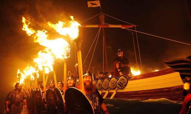 réplica de barco vikingo