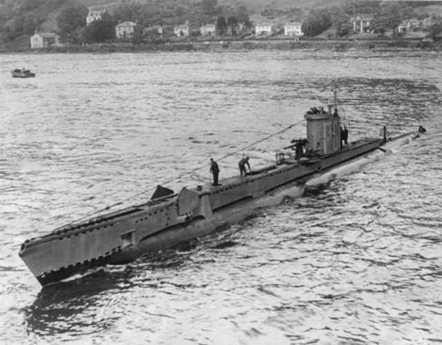 submarino U-864