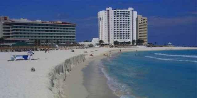 erosión en una playa de Cancún