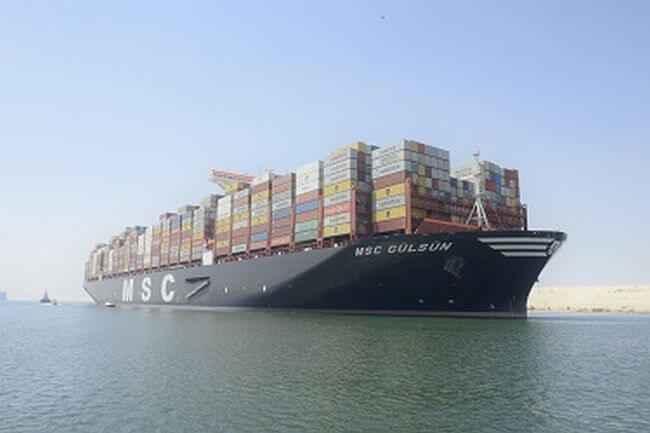 MSC GULSUN en tránsito por el Canal de Suez