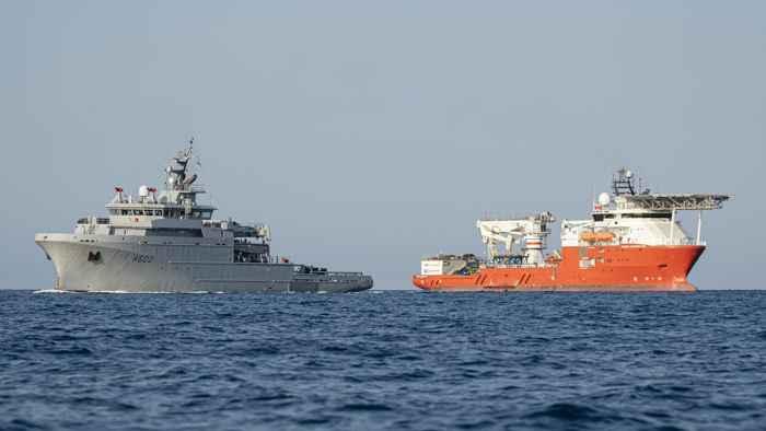 buques de rescate del submarino  Minerve