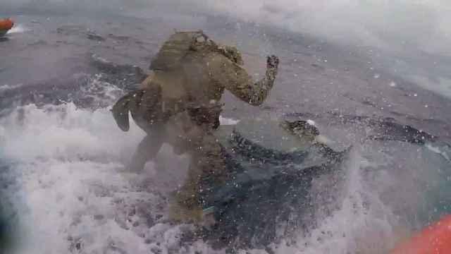 Guardia costera aborda un narco-submarino