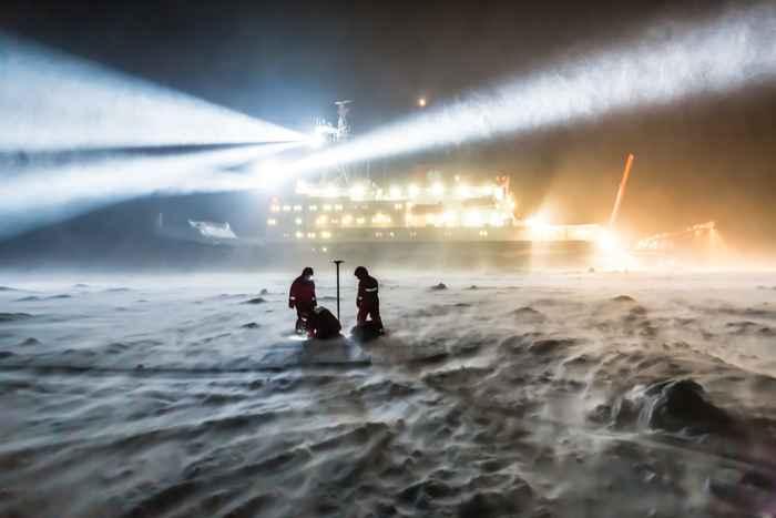 el rompehielos RV Polarstern en el hielo del Ártico