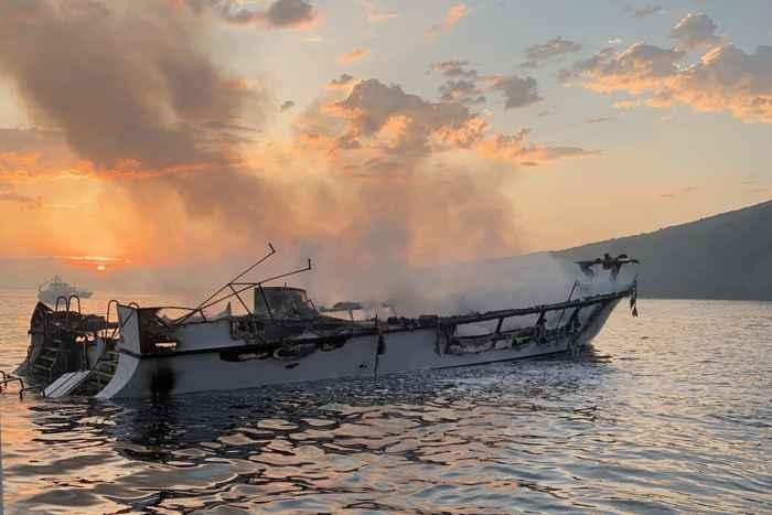barco de buceo incendiado en California