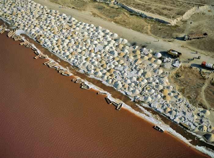 montículos de sal en el Lago Retba