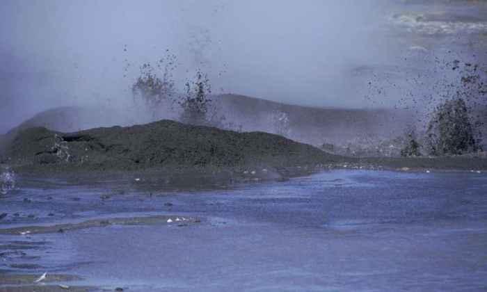 fumarolas volcánicas en la isla Bogoslof