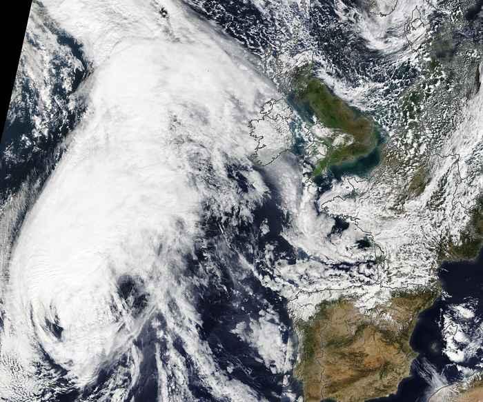 el huracán Lorenzo el 2 de octubre