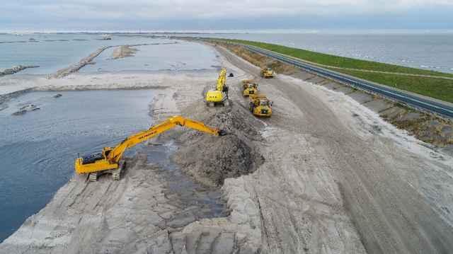 refuerzo de arena en el dique Houtribdijk