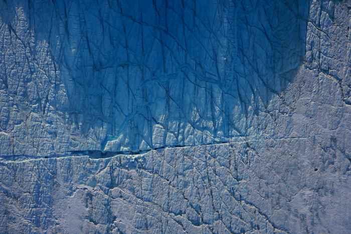 grieta filmada por un drone en Groenlandia
