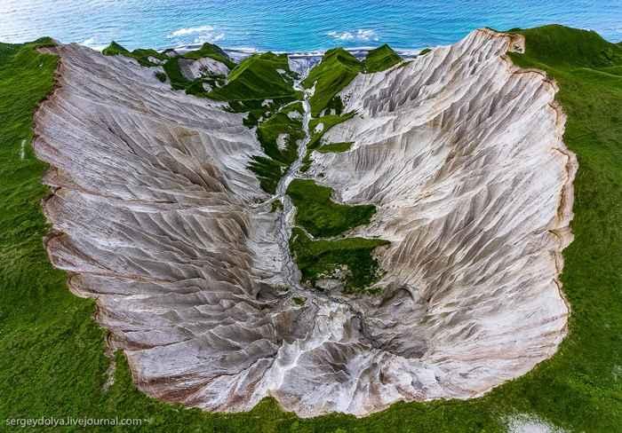 acantilados blancos de la isla Iturup