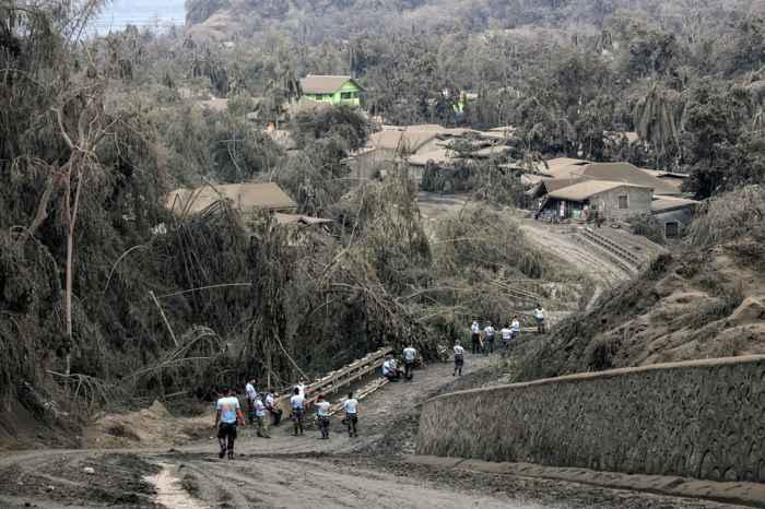 ceniza e la erupción del volcán Taal, Filipinas