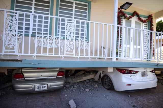 coches aplastados por el terremoto de Puerto Rico