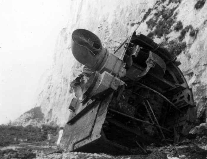 daños en el HMS Nubian