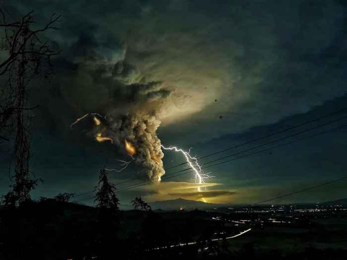 rayos en la erupción del volcán Taal, Filipinas