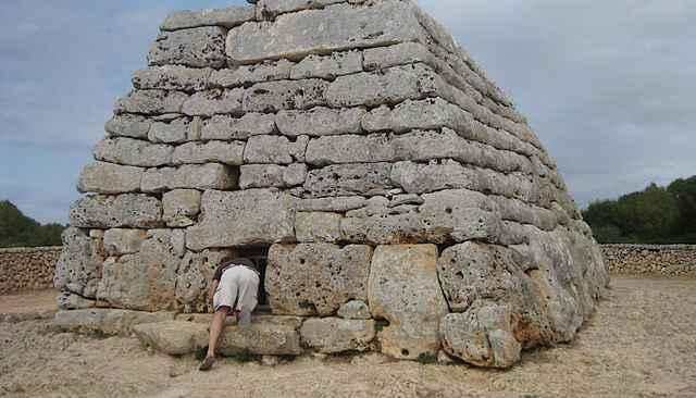 construcción prehistórica en una isla del Mediterráneo