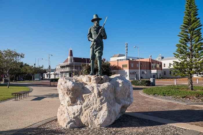 estatua de Wiebbe Hayes en Geraldton, Australia
