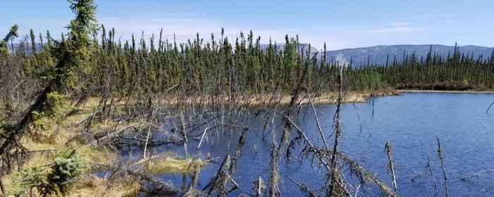 lago creado por la descongelación del permafrost