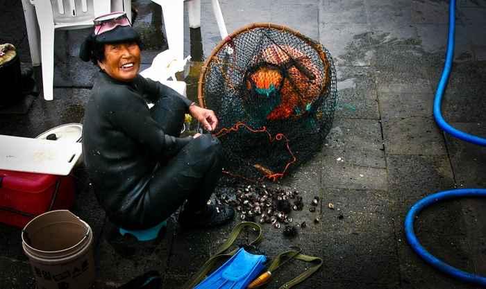 mujer pescadora