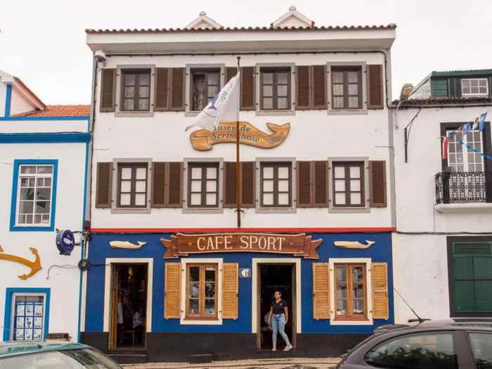 Peter's Café Sport en el puerto de Horta, Faial