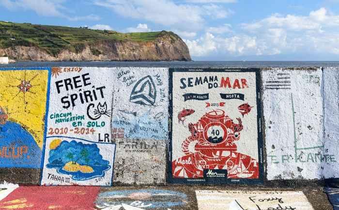 pinturas en el puerto de Horta, Faial