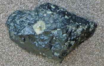 diamante en un pedazo de kimberlita