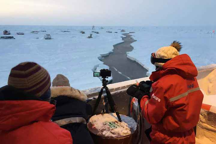 grietas en el hielo vistas desde el Polarstern