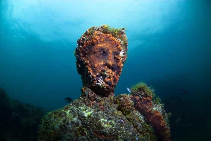 estatua sumergida