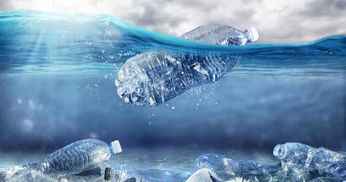 plásticos en el fondo marino