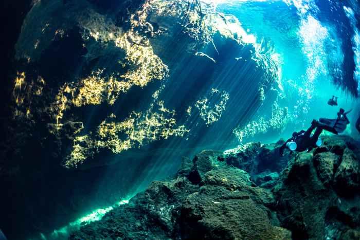 río submarino