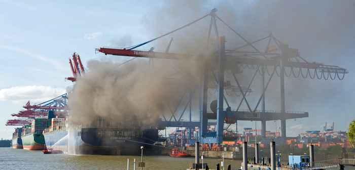 incendio buque portacontenedores