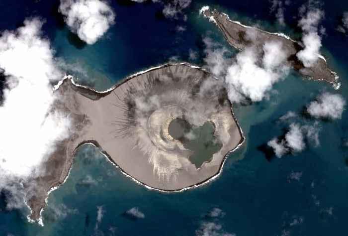 nueva isla Hunga Tonga-Hunga Ha'apai desde satélite
