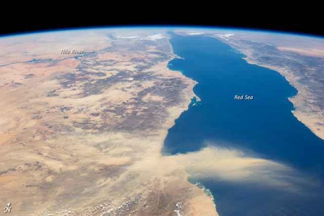 tormenta de arena sobre el Mar Rojo