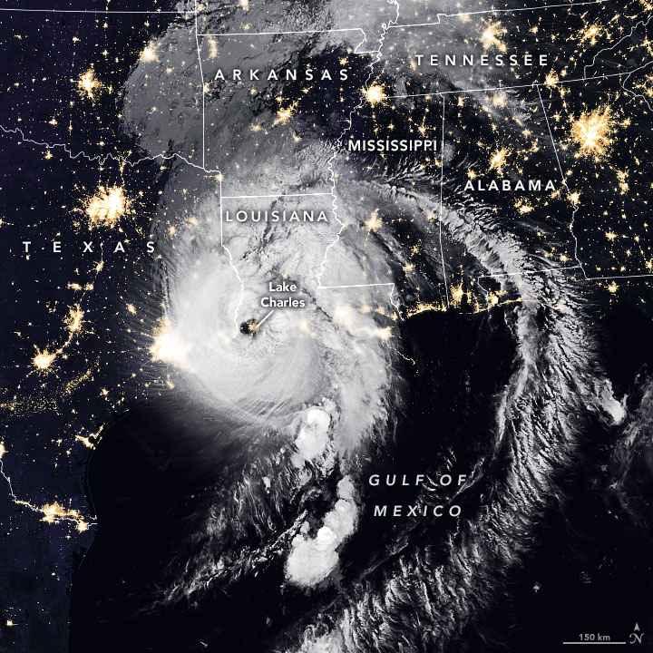 el huracán Laura toca tierra